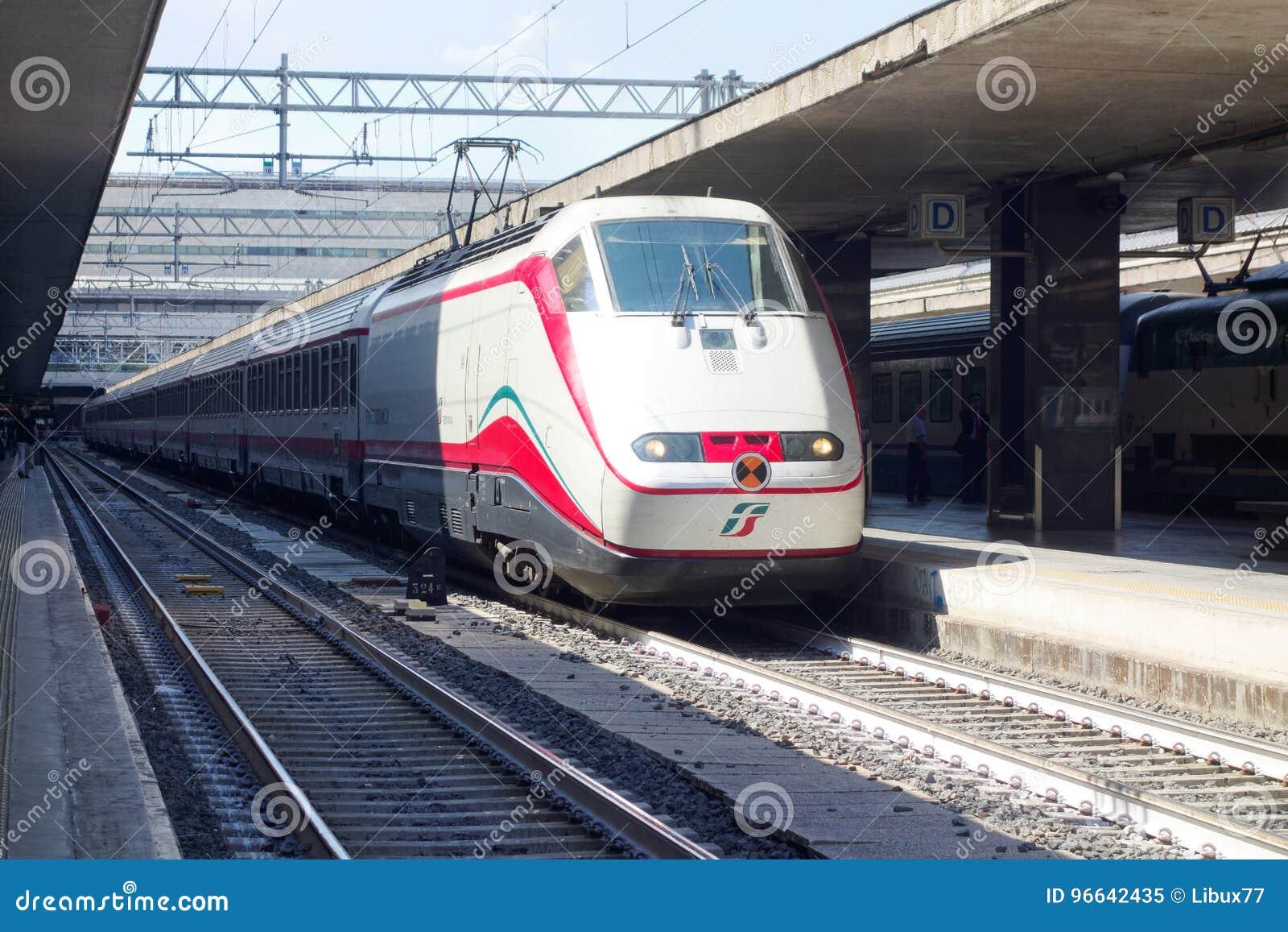 Le train arrête la gare ferroviaire de Roma Termini
