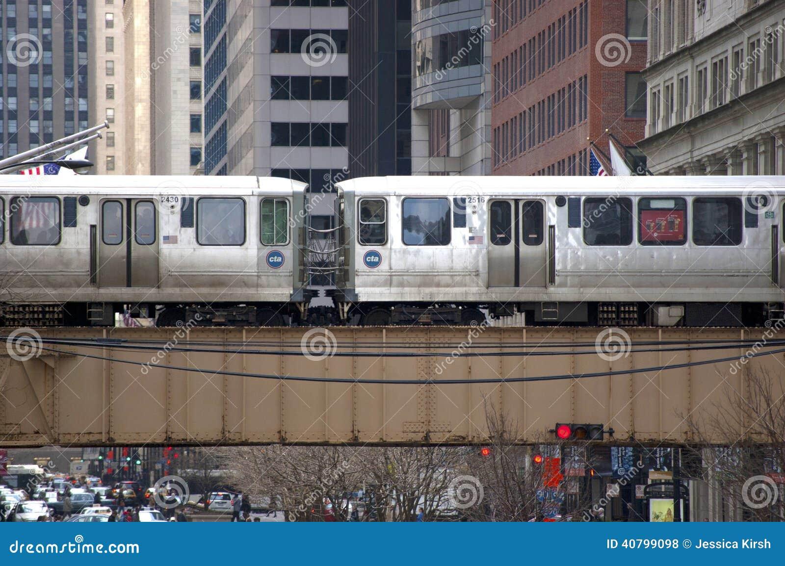 Le train d EL de Chicago croisant un pont - Chicago, IL Etats-Unis