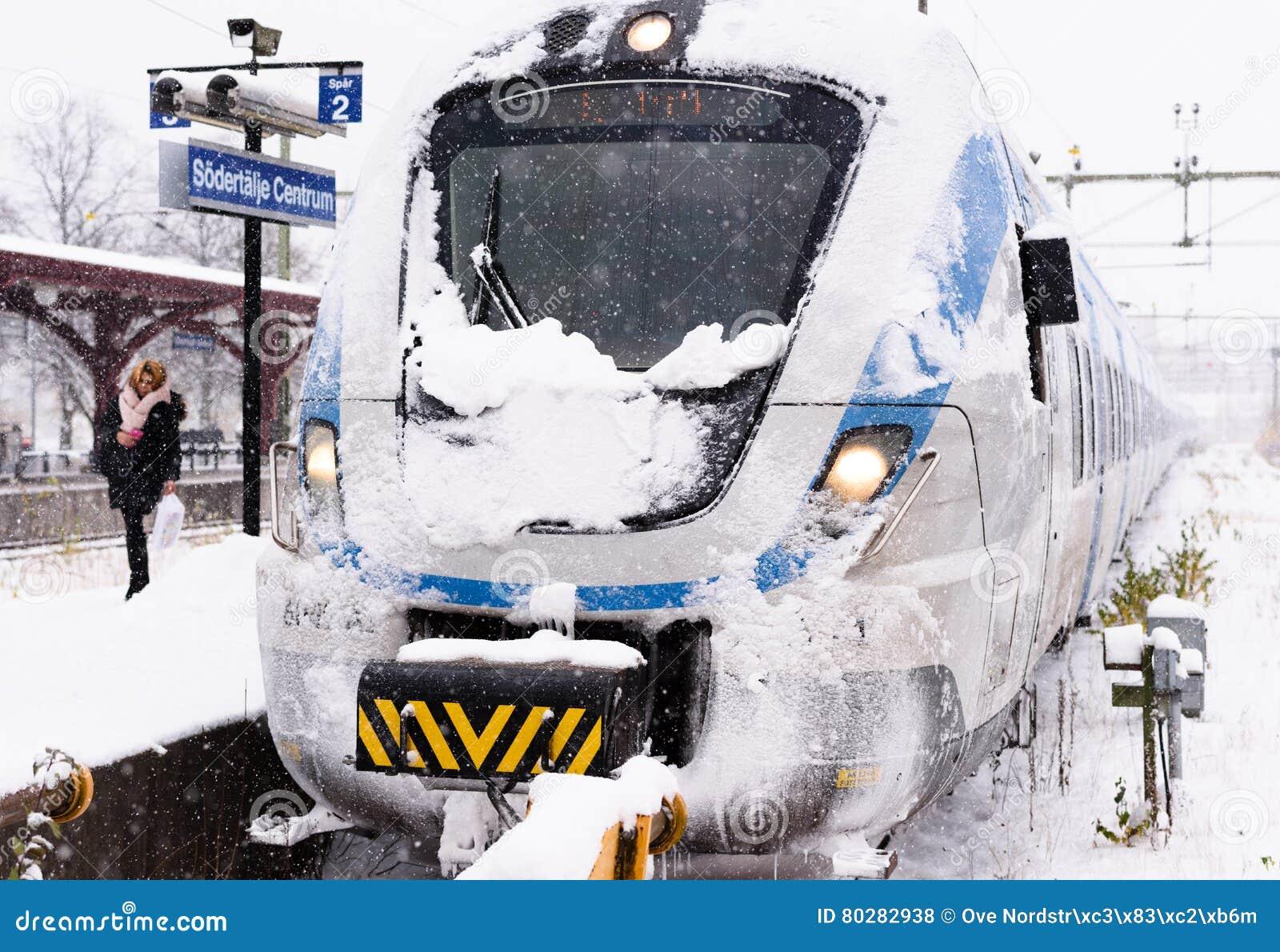 Le train local de Milou est arrivé à sa destination définitive un jour d hiver