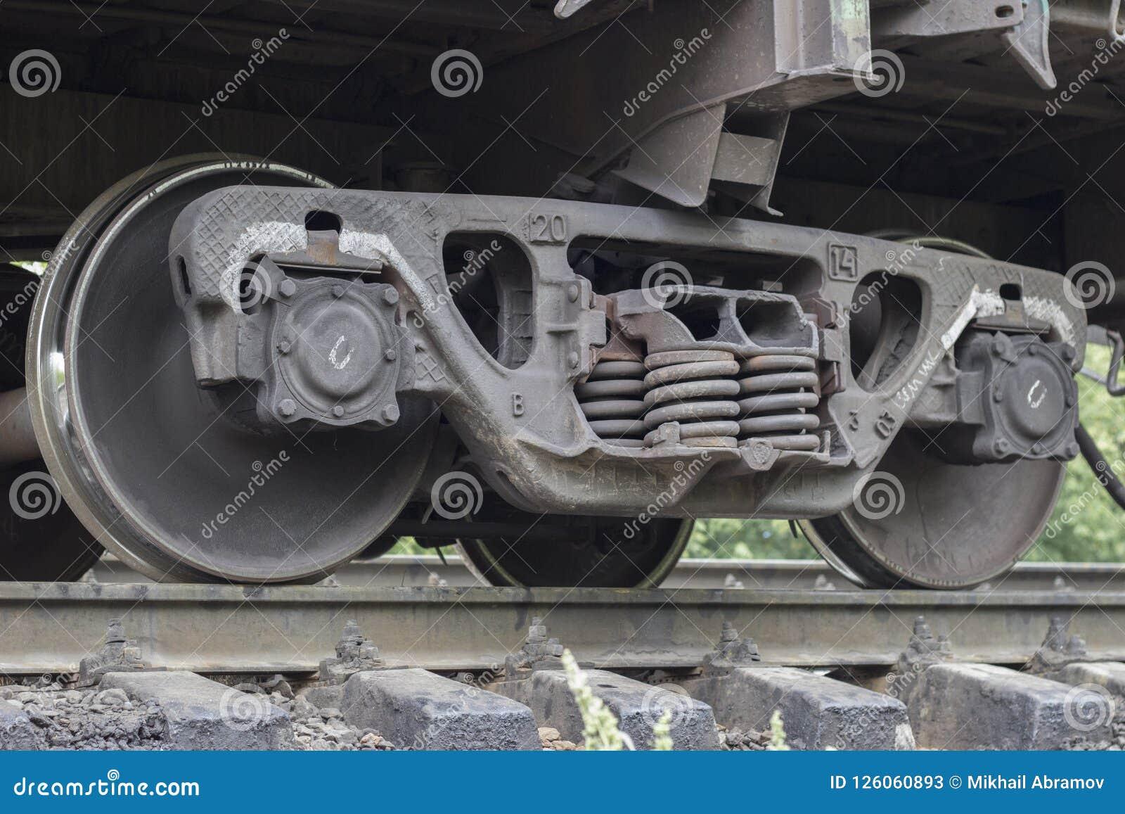 Le train roule l acier locomotif