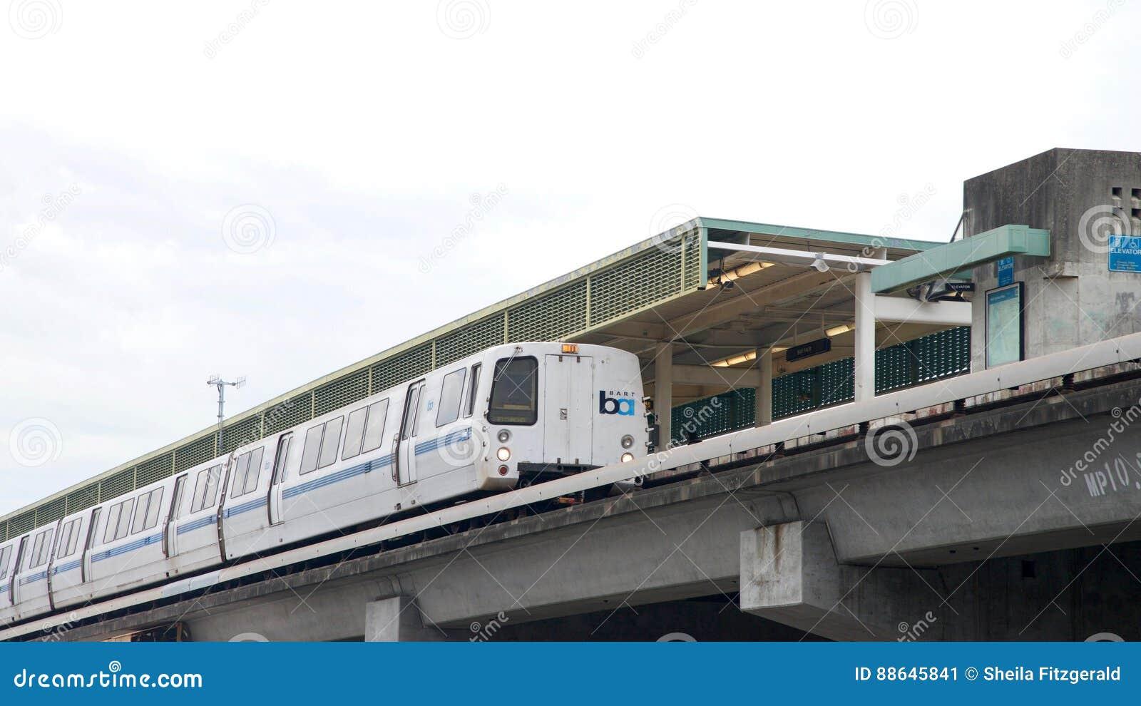 Le transit rapide de région de baie, BART, aboient station juste