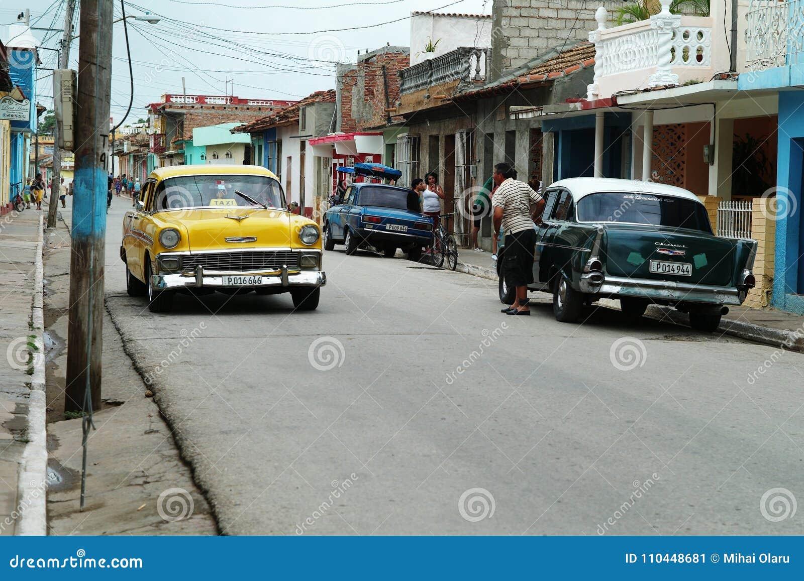 Le Trinidad, Cuba, le 5 juin 2016 : Vieilles voitures sur les rues du Trinidad