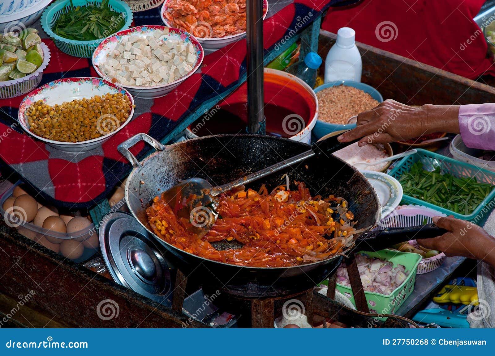 Le type thaï de nouille frit par stir préféré
