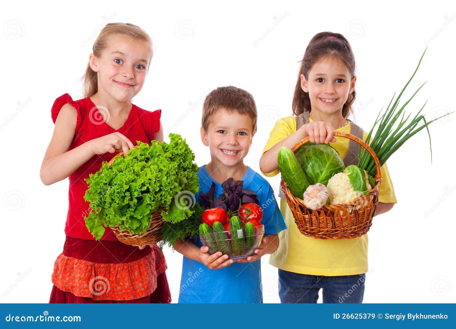 Le ungar med nya grönsaker