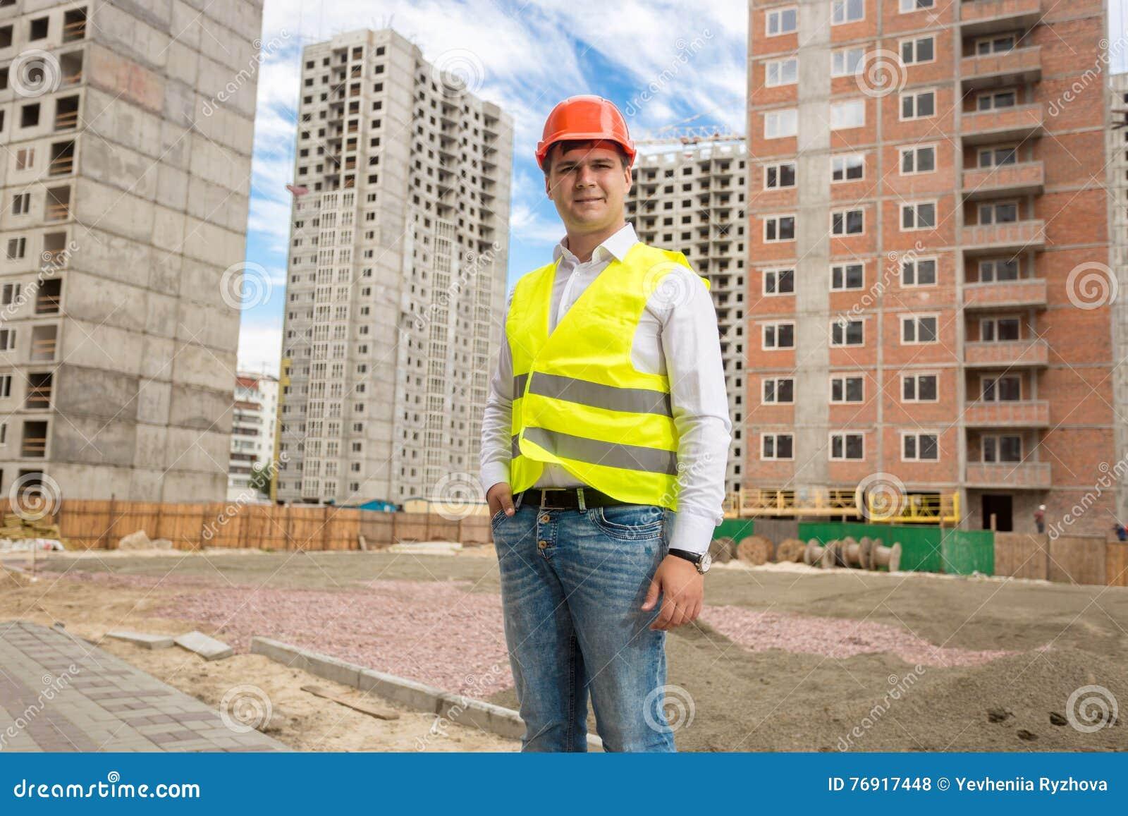 Le ungt arkitektanseende på byggnader under konstruktion