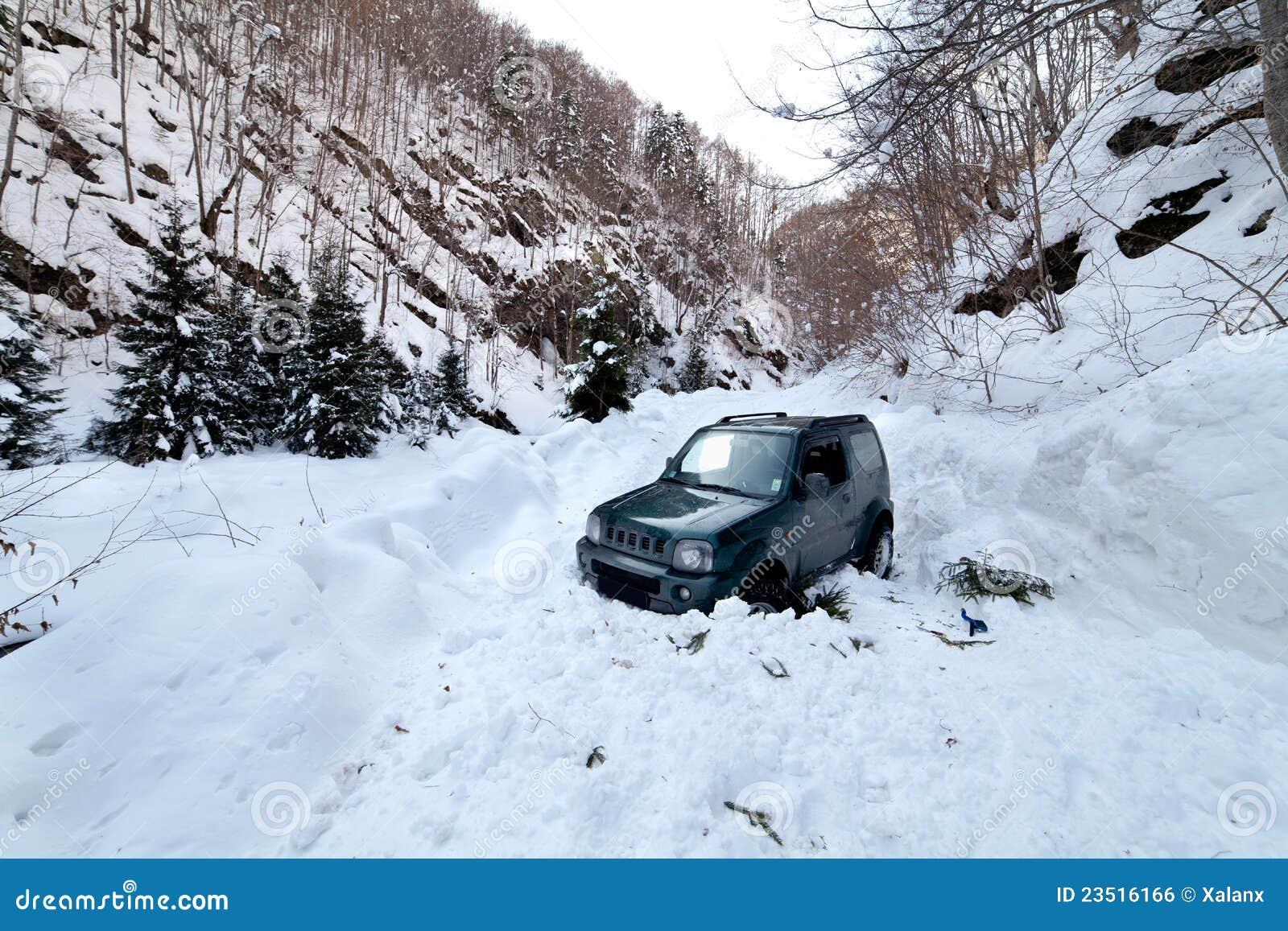 Le véhicule a collé dans une avalanche de neige
