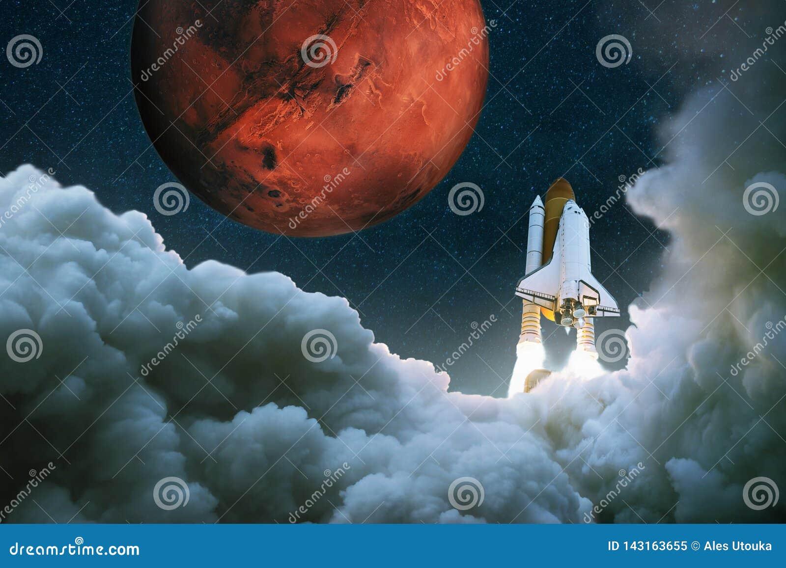Le vaisseau spatial décolle dans l espace Rocket vole à Mars La navette spatiale décolle Voyage à la planète rouge