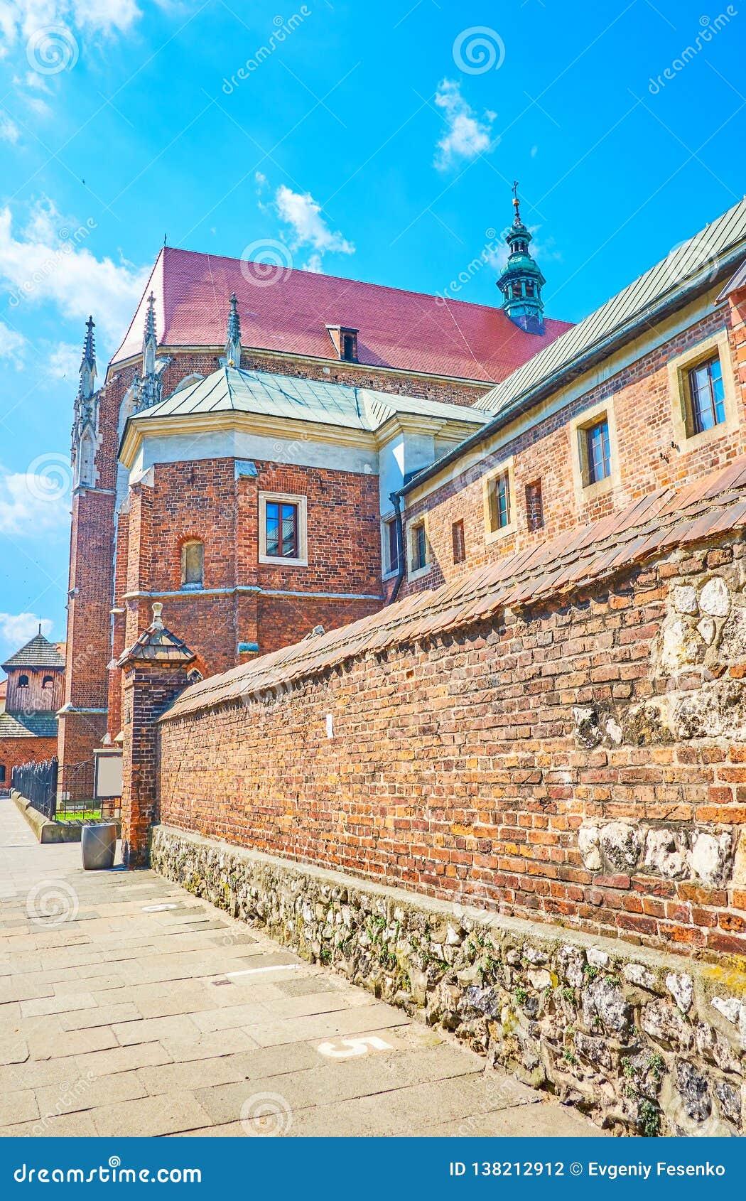 Le vecchie pareti della st Catherine Church a Cracovia, Polonia