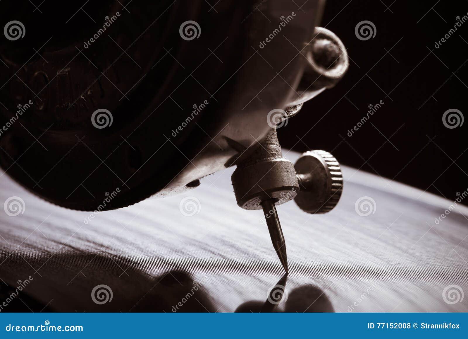 Le vieux phonographe Fermez-vous vers le haut de la vue Foyer sélectif Département peu profond