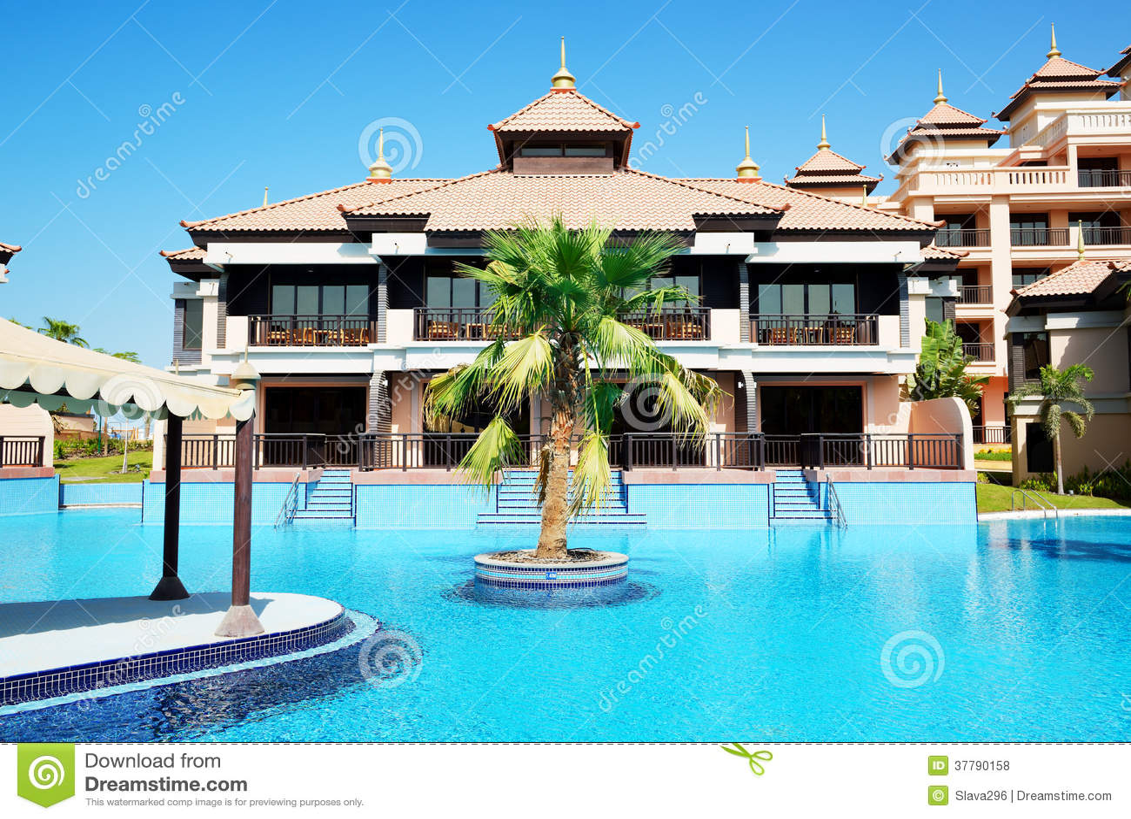 Le ville di lusso nell 39 hotel tailandese di stile sulla for Immagini ville di lusso