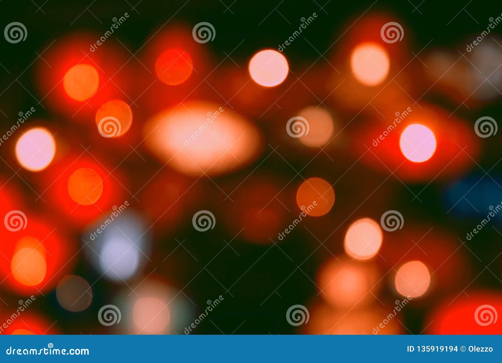 Le vintage rouge de scintillement allume le fond réverbères de fête et blured defocused et abstraits