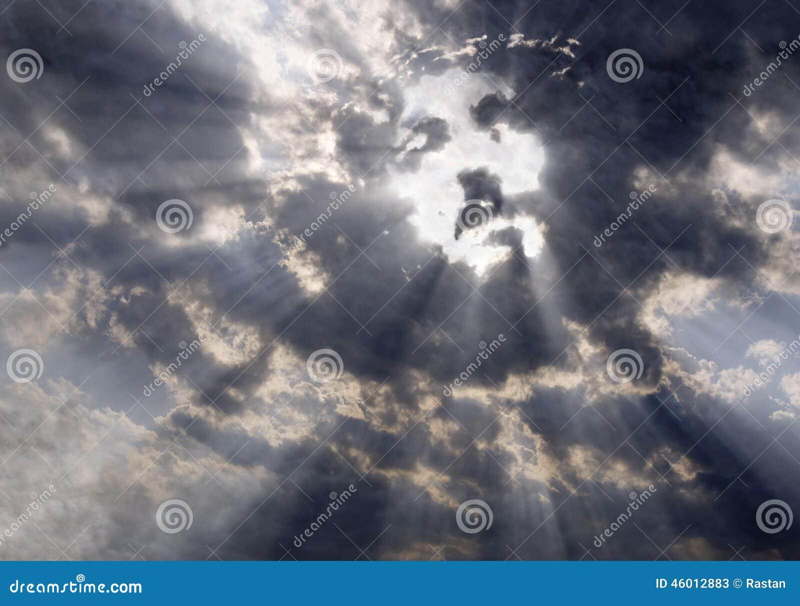 Le visage du Christ dans le ciel