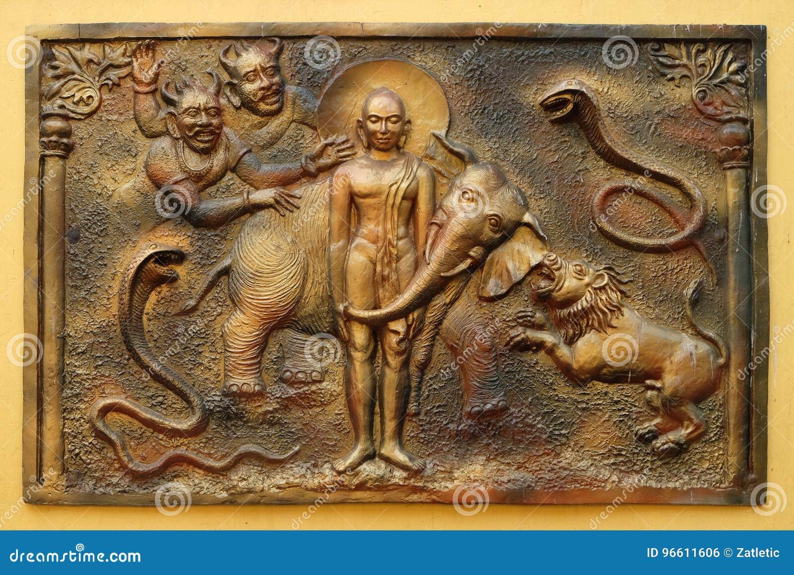 Le Yaksa Sulapani essaye d harceler Bhagavan Mahavira tandis qu absorbé dans la méditation profonde