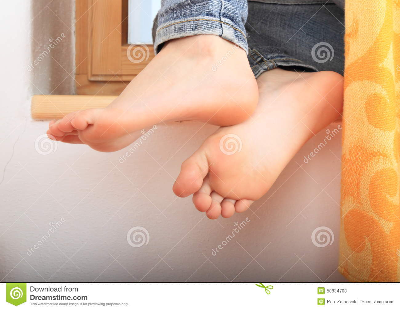 Leaning bare feet. Bare feet of a little girl - child leaning on white wall dbd3b03a8