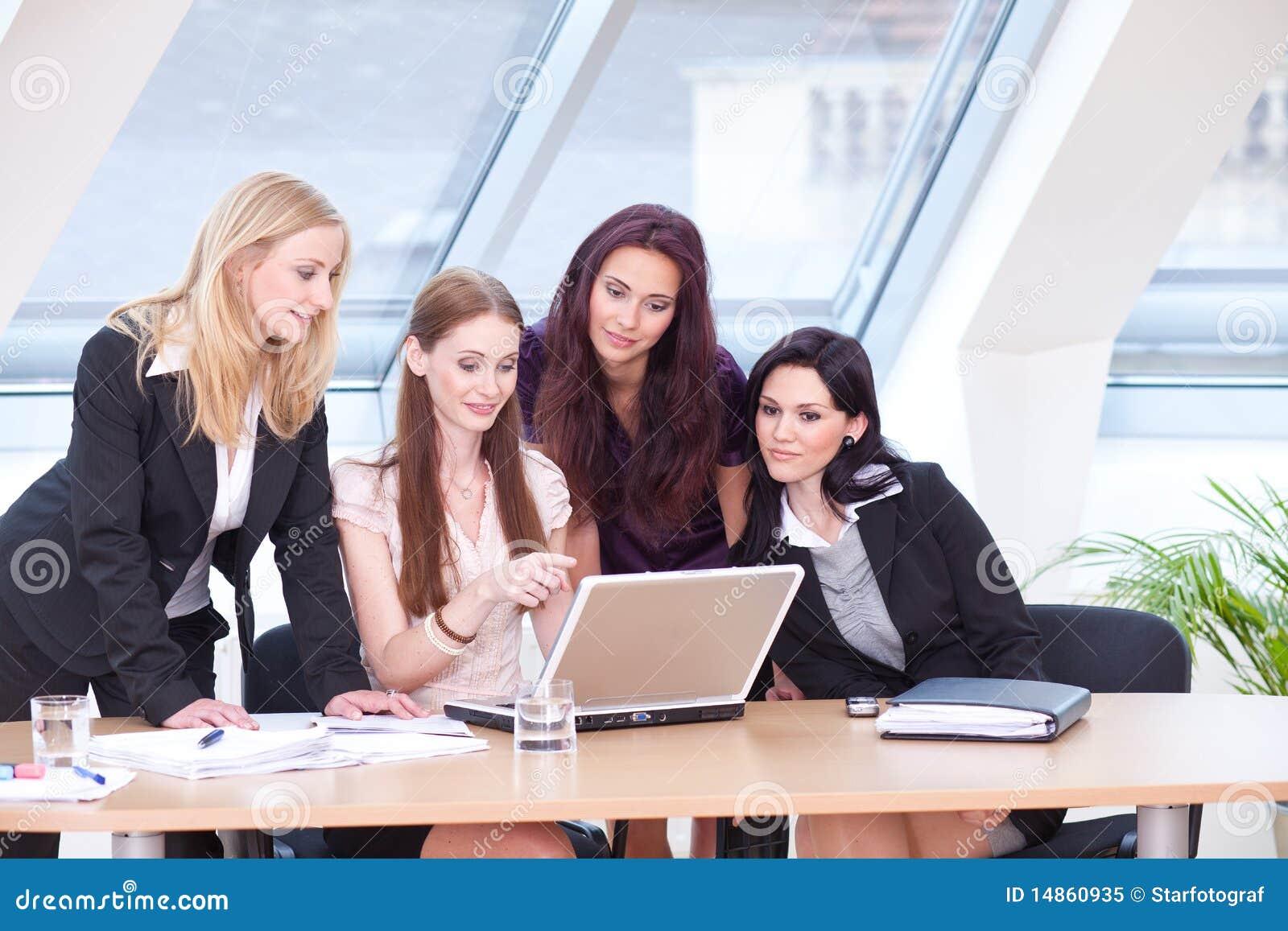 Learning associates