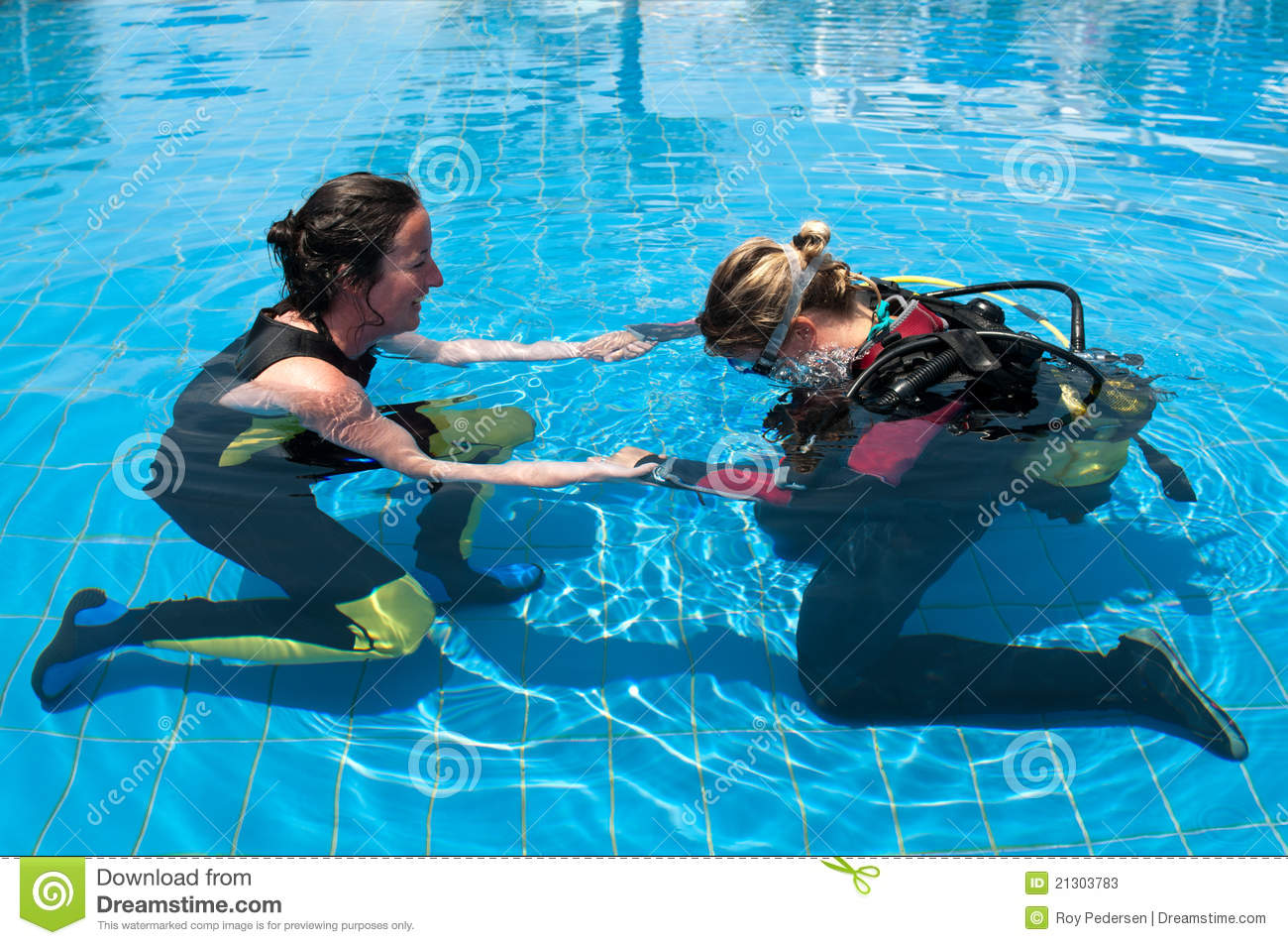 Learning To Scuba Dive Stock Photos Image 21303783