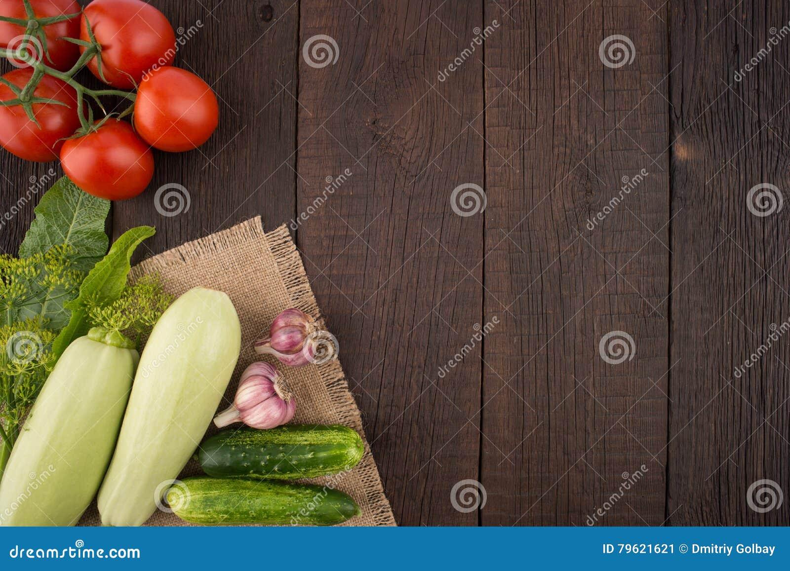 Leav dos tomates, do alho, dos pepinos, do abobrinha, do aneto e do armorácio