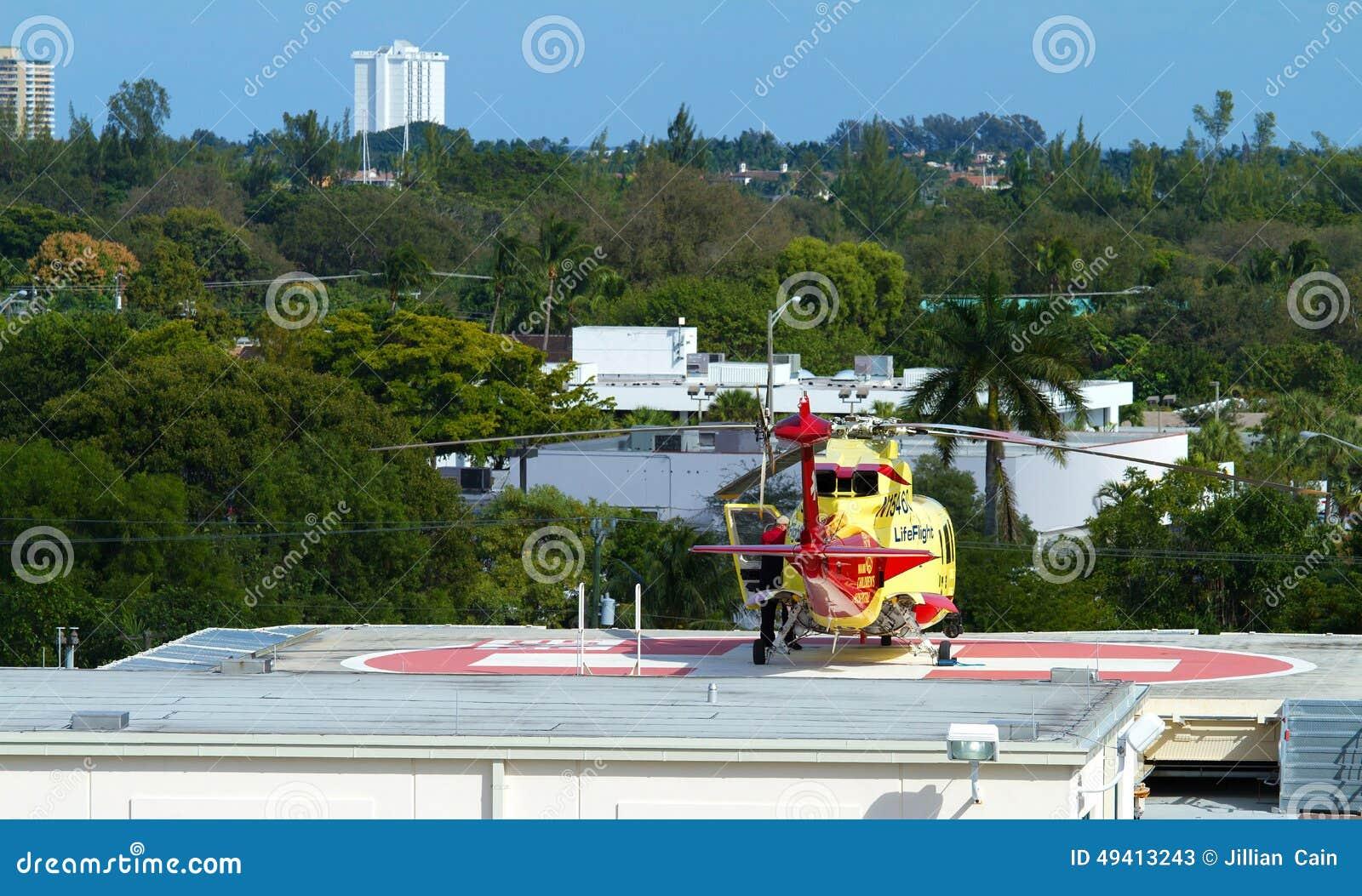 Download Leben-Flughubschrauber Auf Dem Hubschrauber-Landeplatz Des Broward-Gesundheits-Krankenhauses Redaktionelles Stockfoto - Bild von flug, carry: 49413243