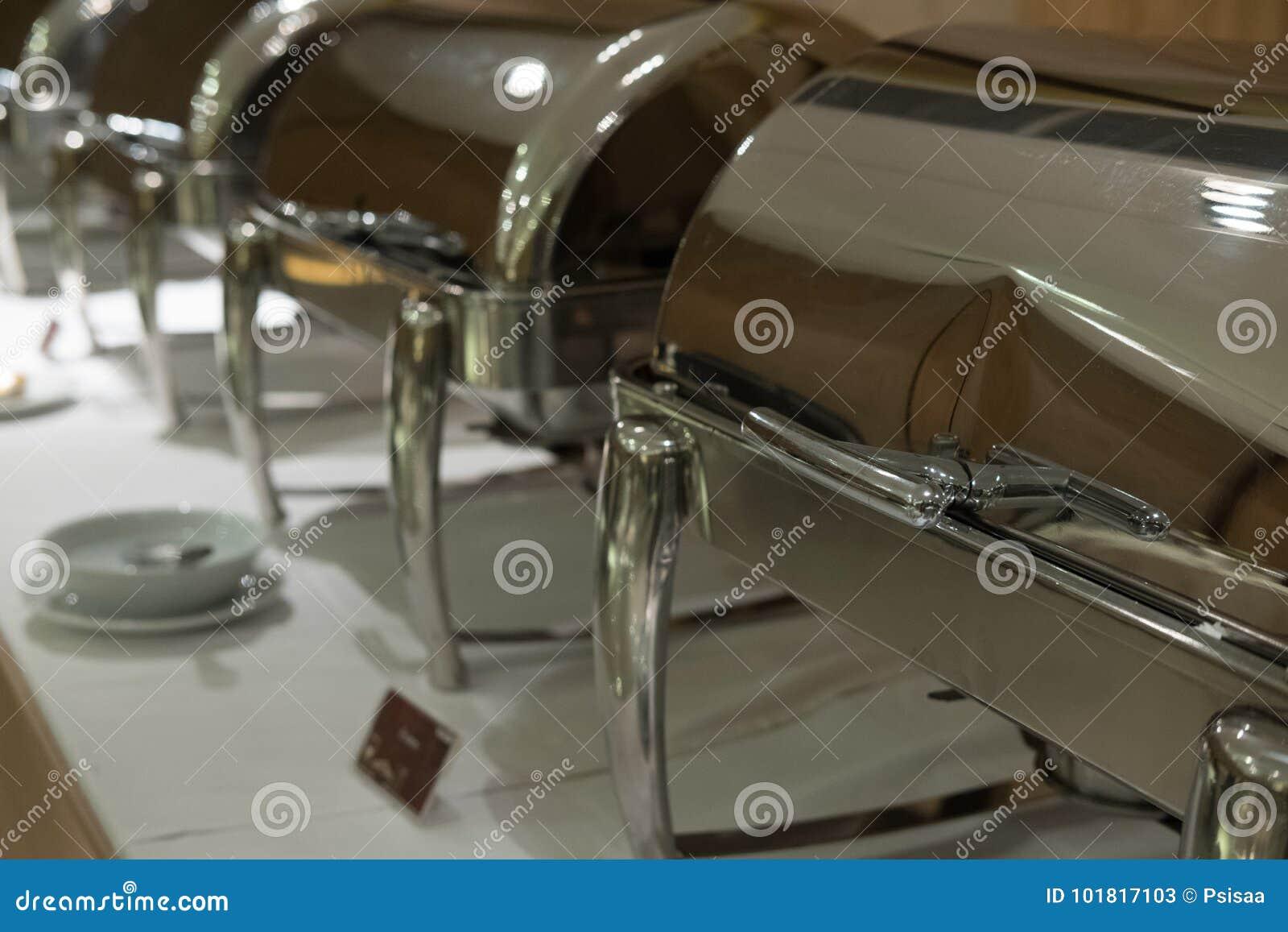 Lebensmittel-Buffet im Restaurant Versorgen im Hotel für Hochzeitsfest b