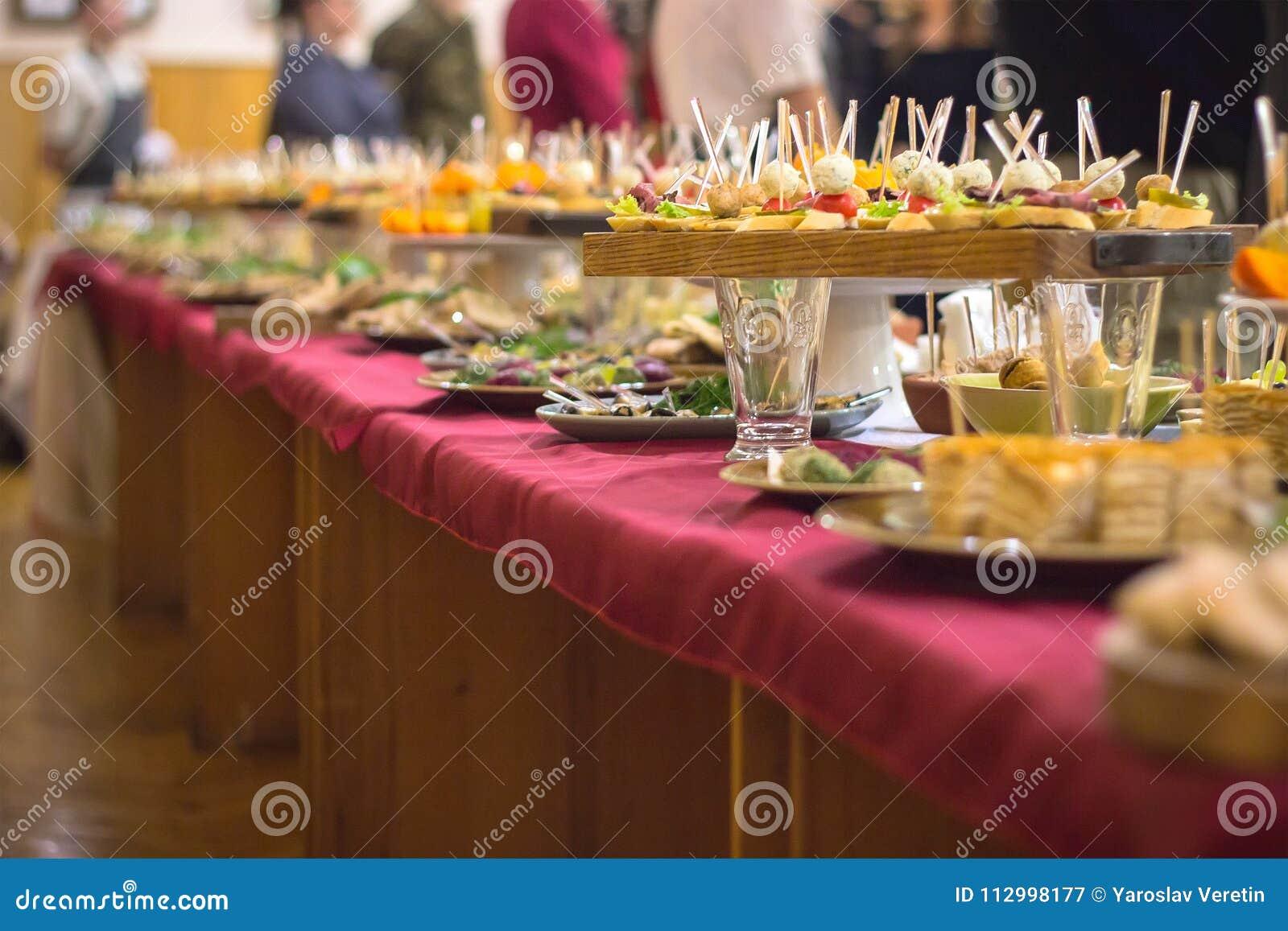 Lebensmittel-Buffet-Verpflegung, die Essenpartei-Konzept speist