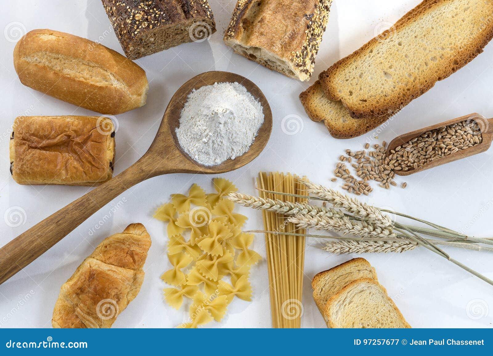 Lebensmittel mit Glutenbasis auf weißem und ganzem Boden, auf weißem Hintergrund