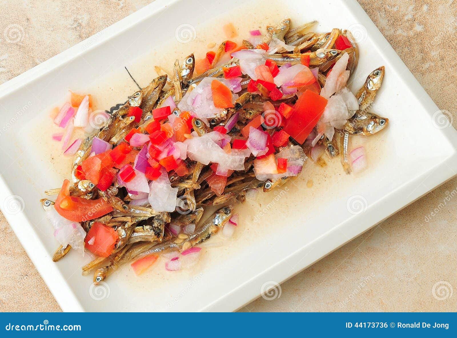 Lebensmittel von den Philippinen, Dilis, getrocknet, Fried Anchovies Salad