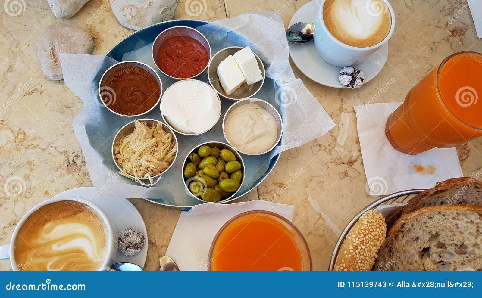Lebensmittelfruchtbrot-Kaffee Morgen köstlichen Israel-Frühstücks gesunder