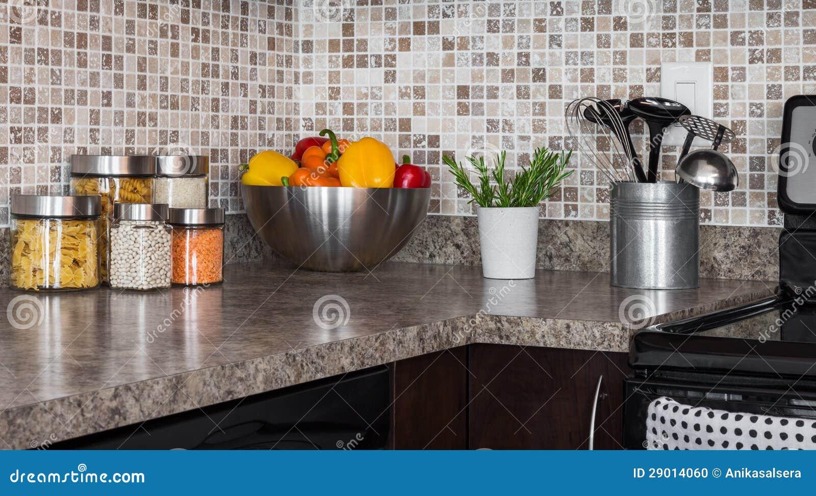 Lebensmittelinhaltsstoffe Und Kräuter Auf Küche Countertop ...