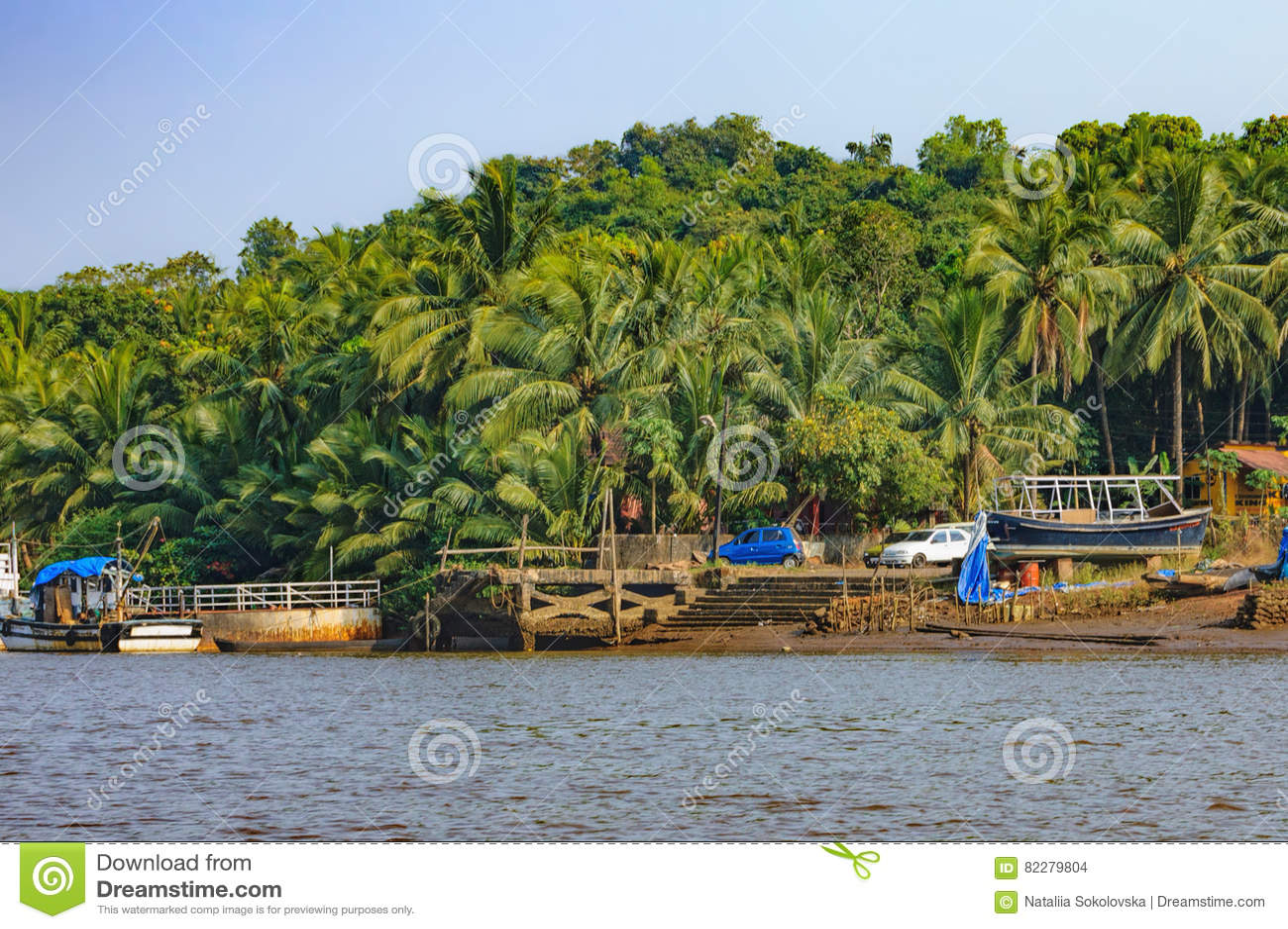 Lebensstil In Chorao-Insel, Goa, Indien Altes Boot Für Transport In ...