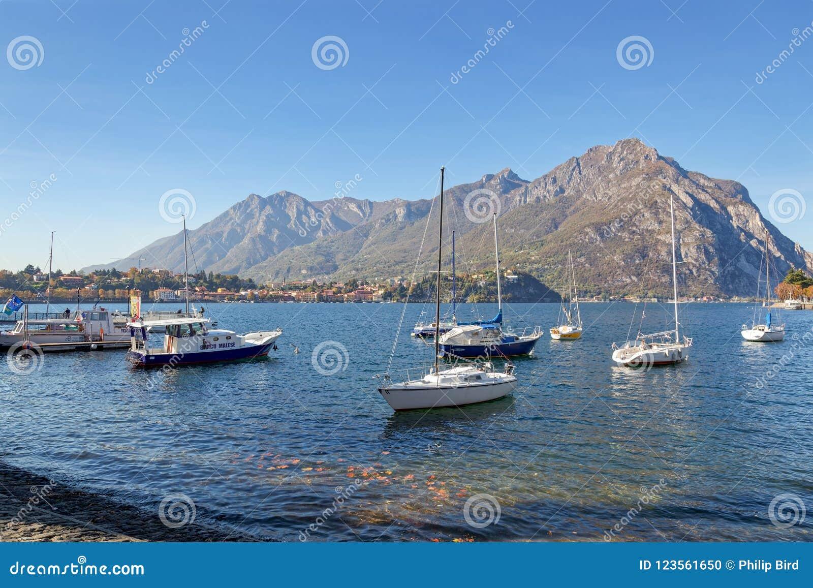 LECCO, ITALY/EUROPE - 29 OKTOBER: Mening van Boten op Meer Como bij