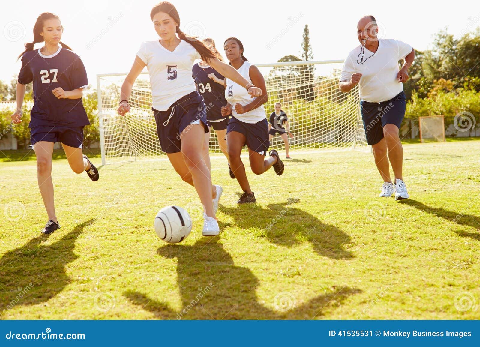 Leden van de Vrouwelijke Speelgelijke van het Middelbare schoolvoetbal