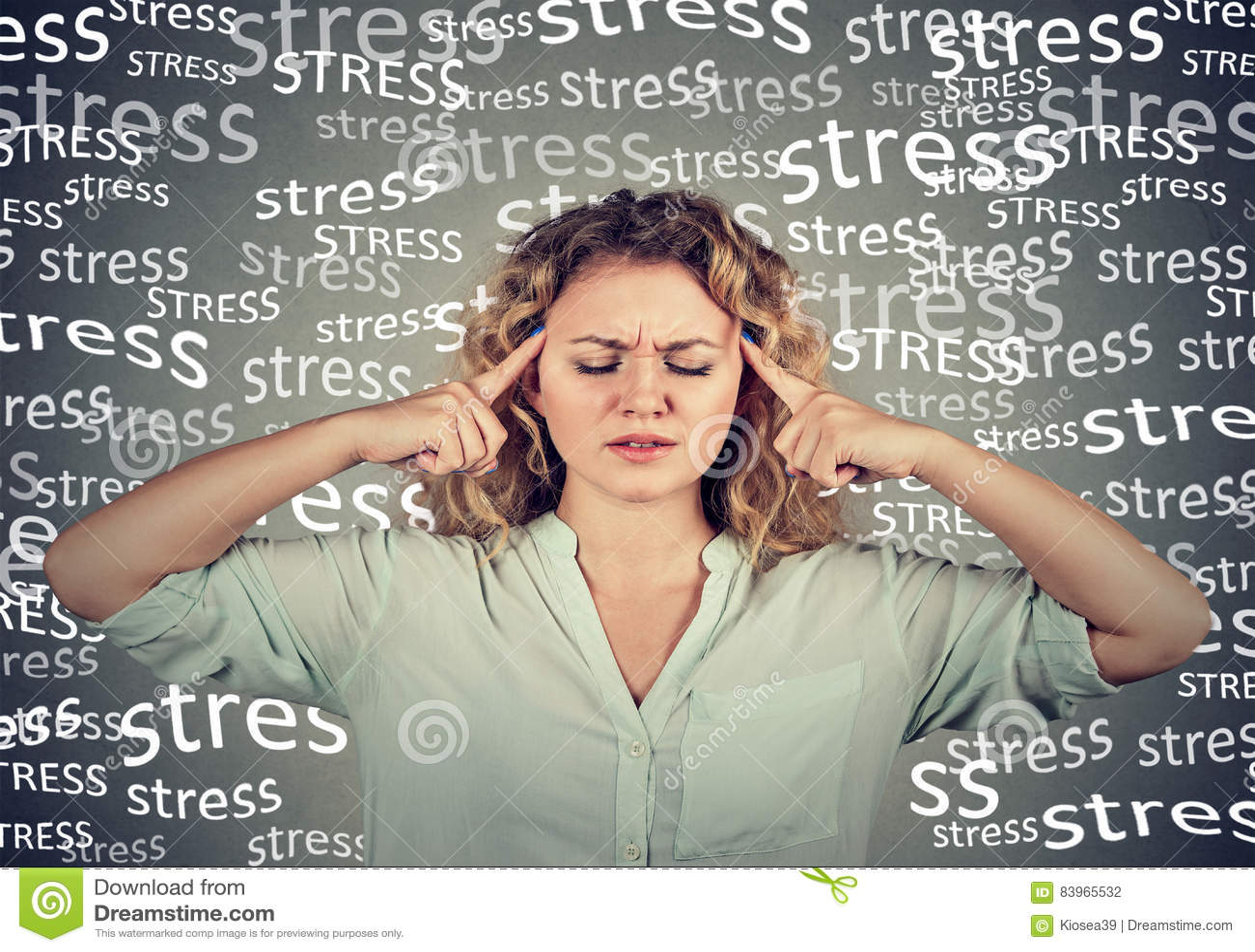 Ledsen kvinna med bekymrat stressat framsidauttryck