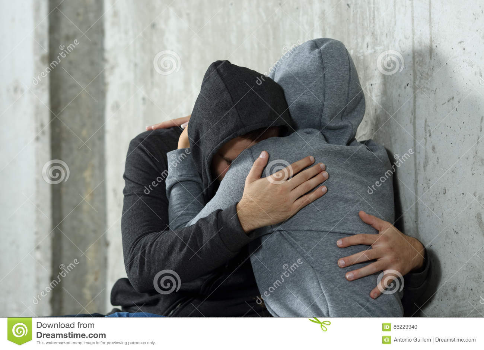 Ledsna par av tonår under försoning