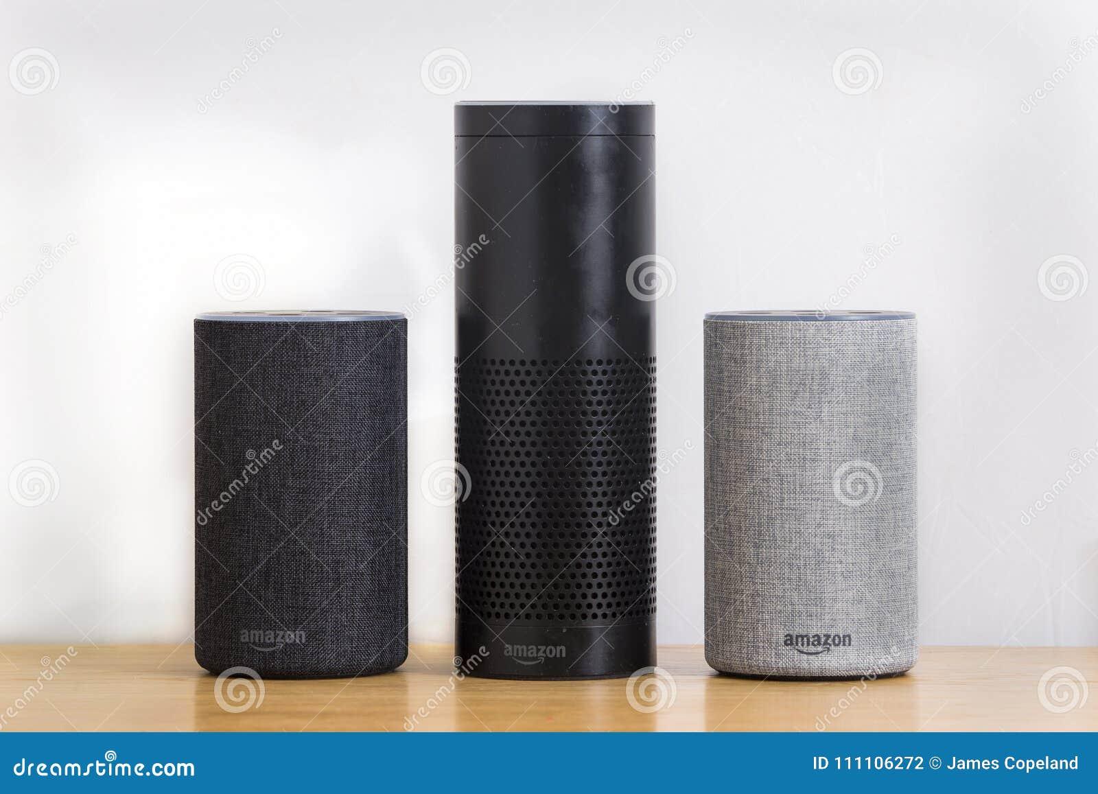 LEEDS, REGNO UNITO - 1° MARZO 2018 Amazon Echo Alexa Smart Speaker prima a