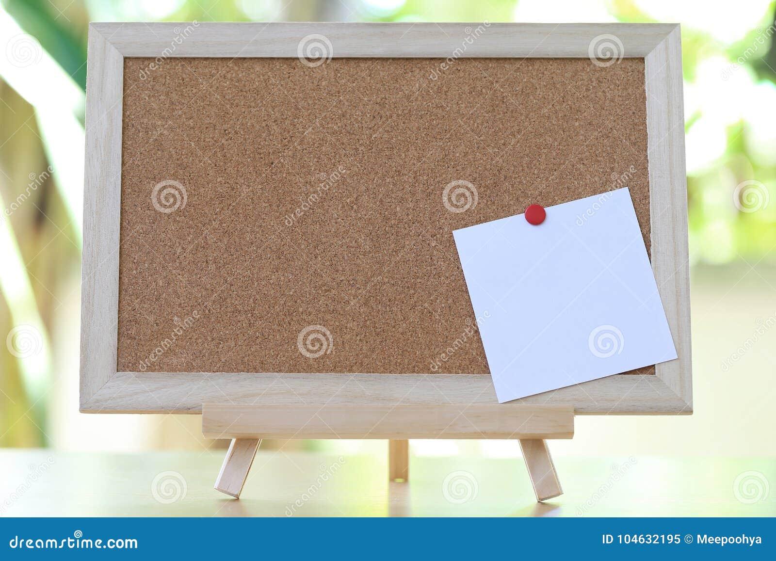 Download Leeg Houten Raad En Notadocument Stock Afbeelding - Afbeelding bestaande uit bruin, bulletin: 104632195