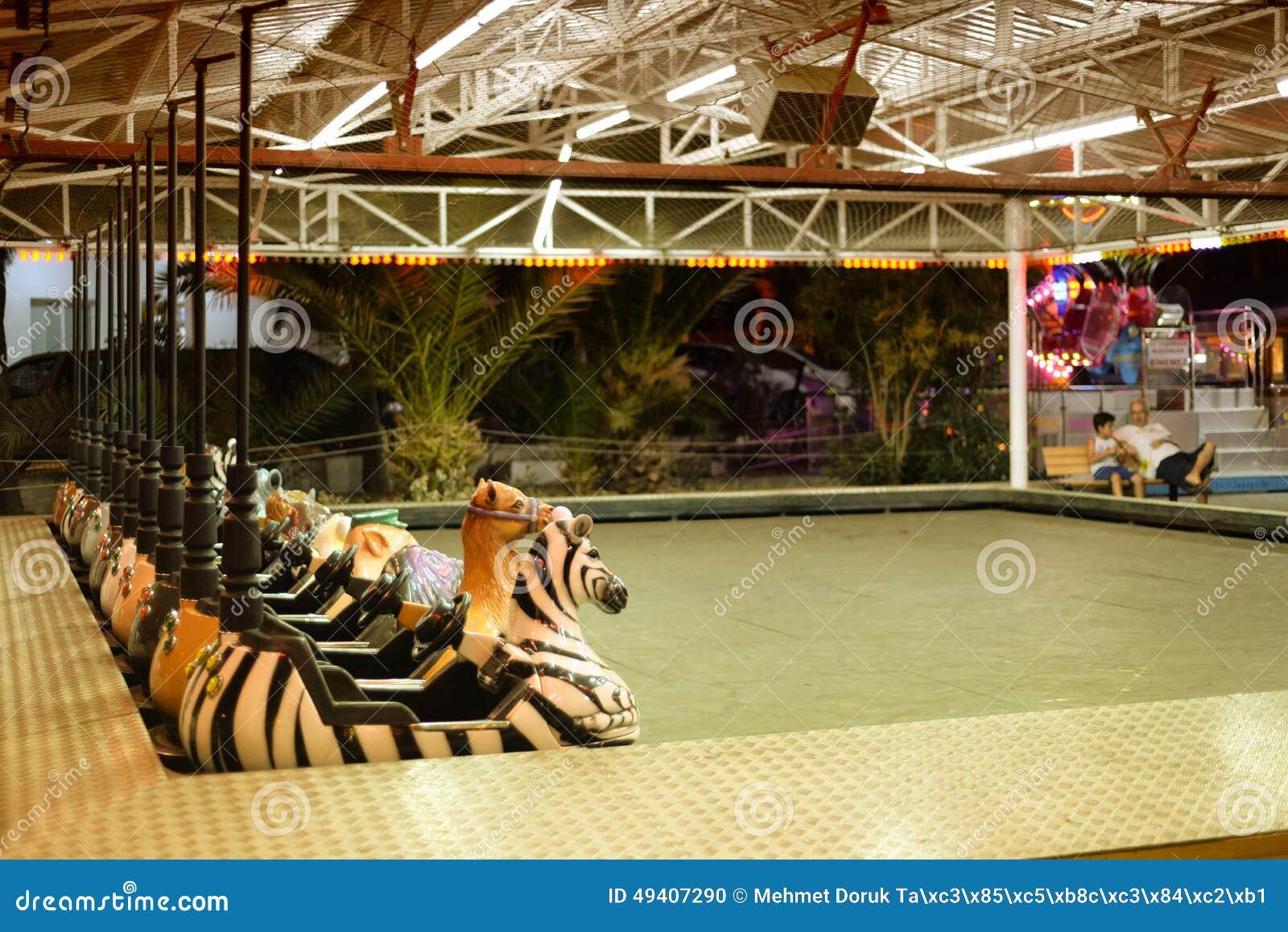 Download Leere Luna Park Am Ende Des Sommers Redaktionelles Bild - Bild von hoch, kurve: 49407290