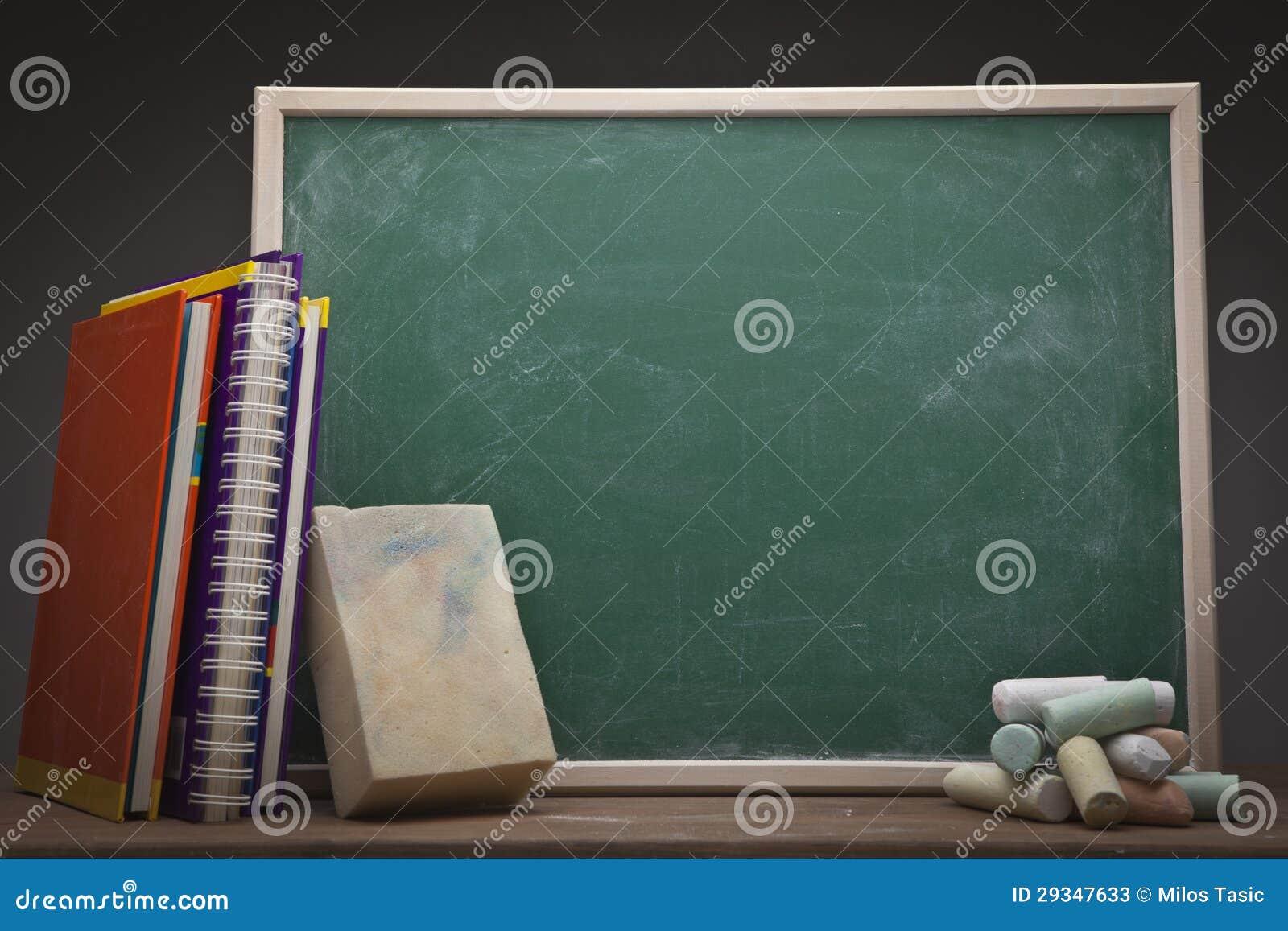 Schultafel mit kreide clipart  Leere Schultafel stock abbildung. Bild von tafel, anteil - 37455183