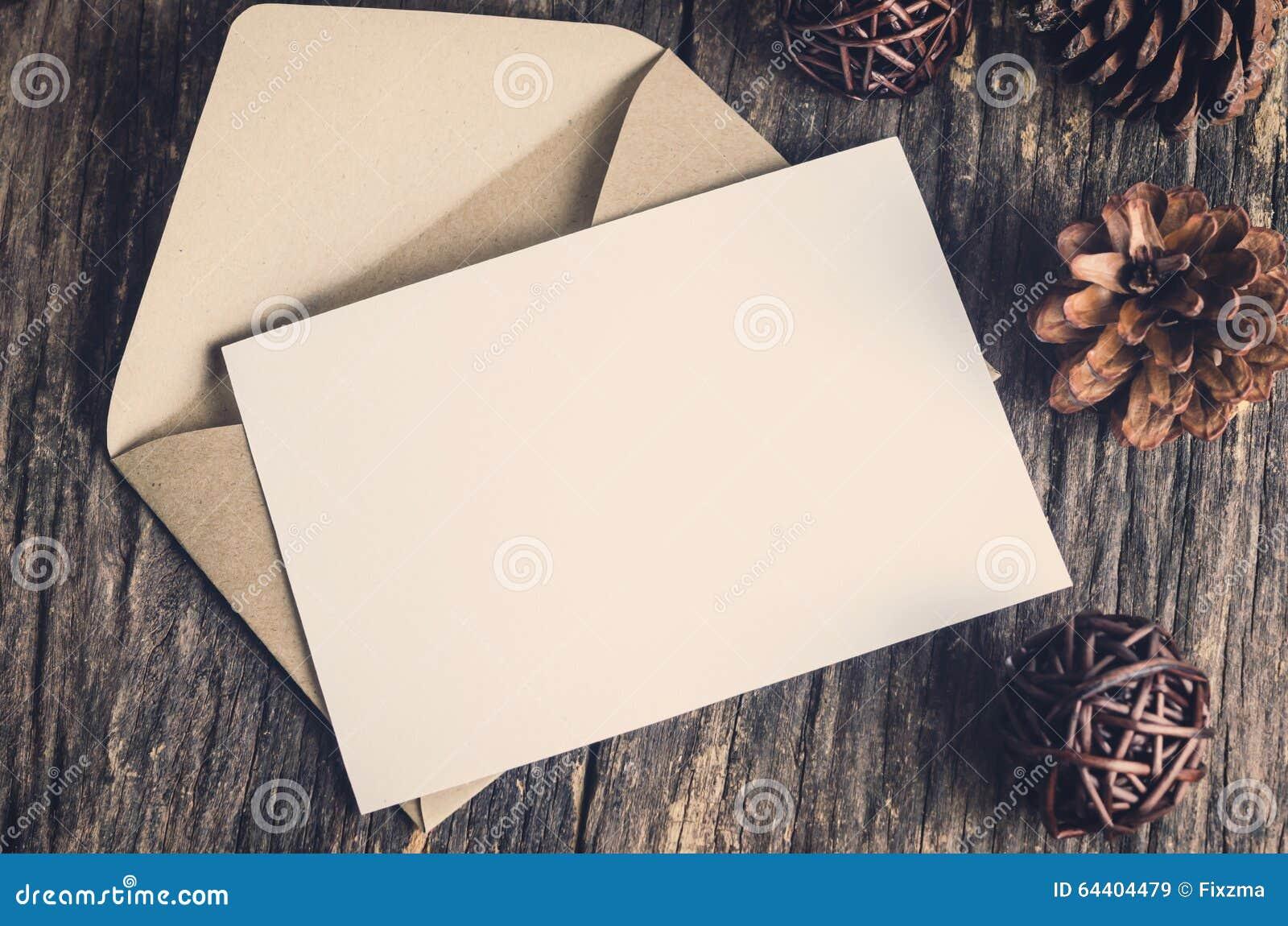 Leere Weißbuchkarte Mit Braun Schlagen Ein Stockbild - Bild von ...