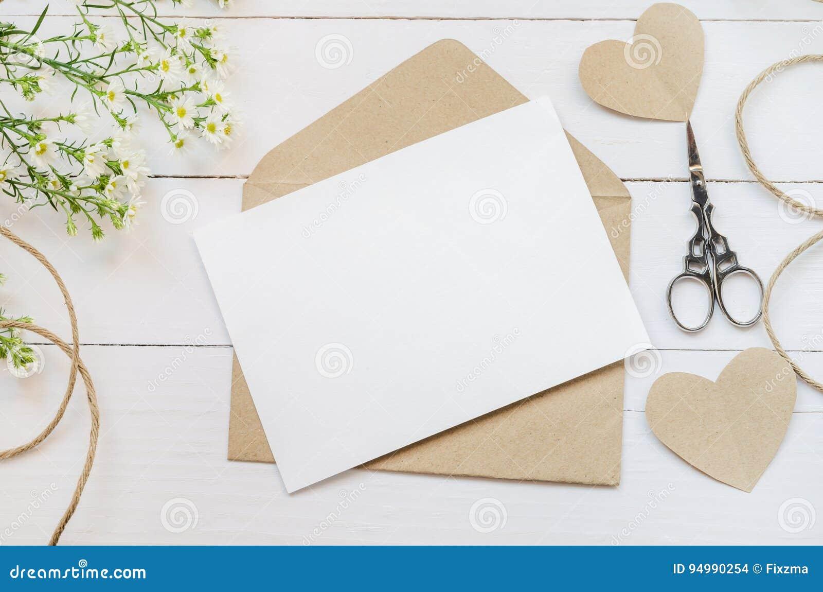 Leere Weiße Grußkarte Mit Braun Schlagen Ein Stockfoto - Bild von ...