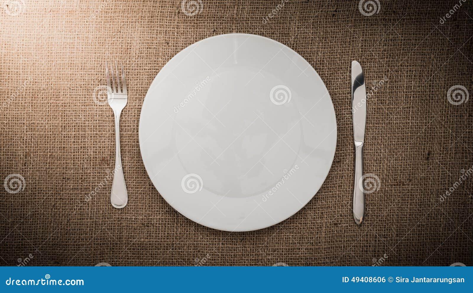 Download Leere Weiße Platte Und Gabel, Messer Stockfoto - Bild von weiß, platz: 49408606