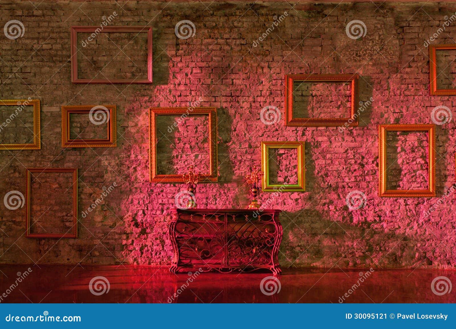 Leeren Sie Bilderrahmen Auf Der Backsteinmauer Stockbild - Bild von ...