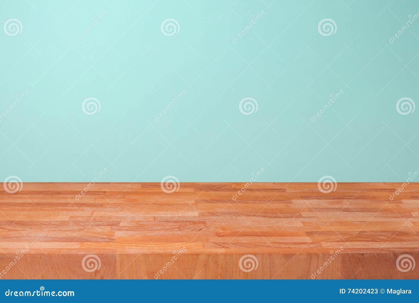 Leeren Sie Hölzerne Küchenarbeitsplatte über Tadellosem ...