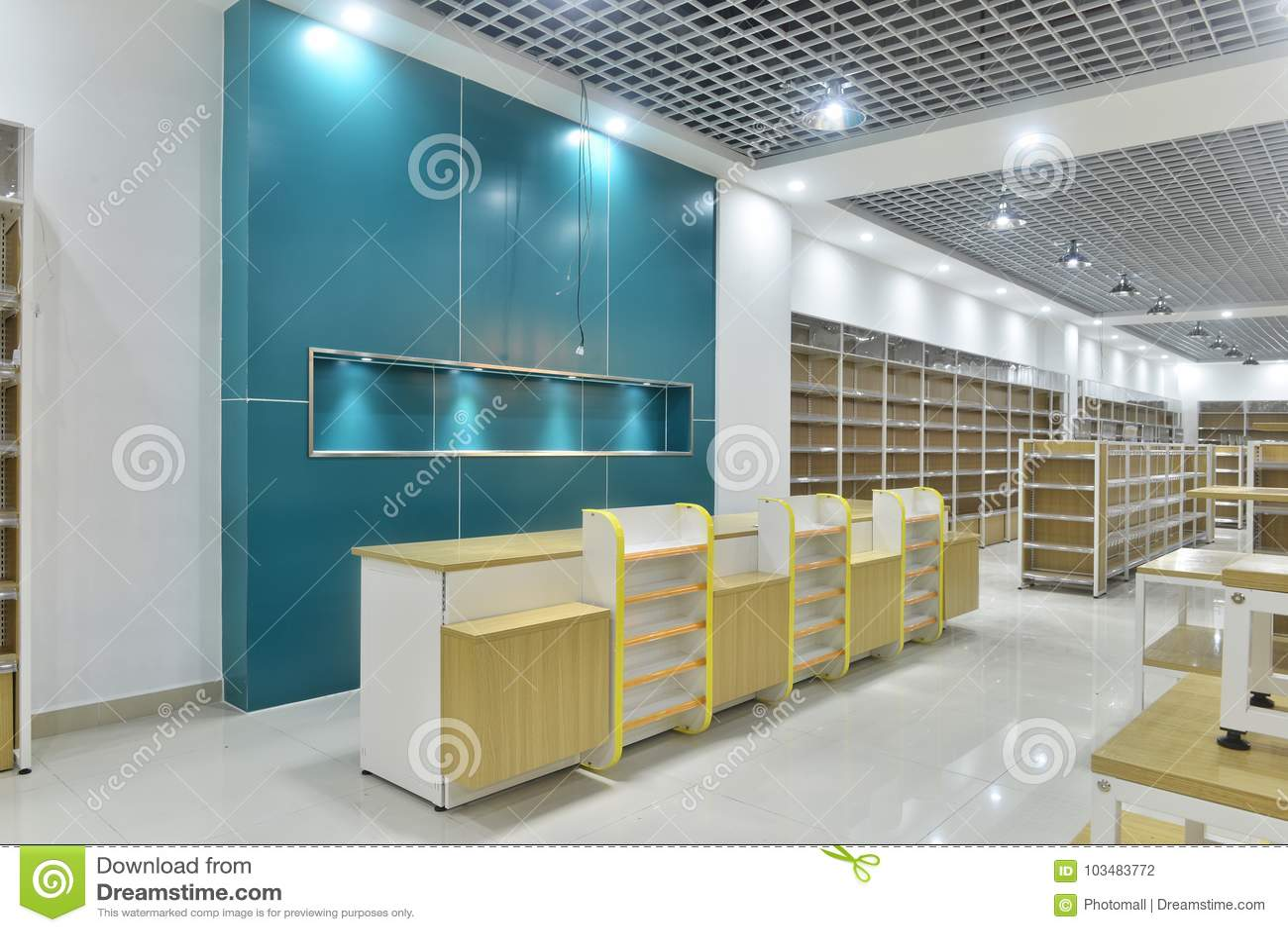 Leeren Sie Speicherinnenraum des Supermarktes