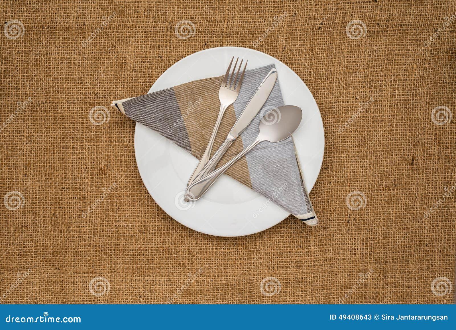 Download Leeren Sie Weiße Platte Und Löffel, Gabel, Messer, Serviette Stockbild - Bild von tabelle, exemplar: 49408643