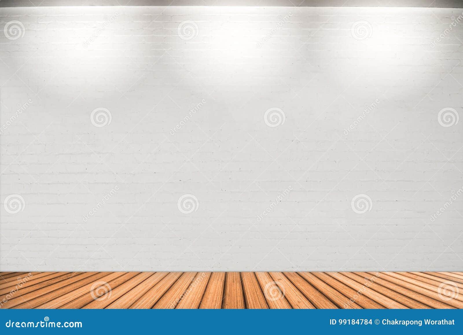 leeren sie weiße wand mit 3 scheinwerferlichtern und bretterboden