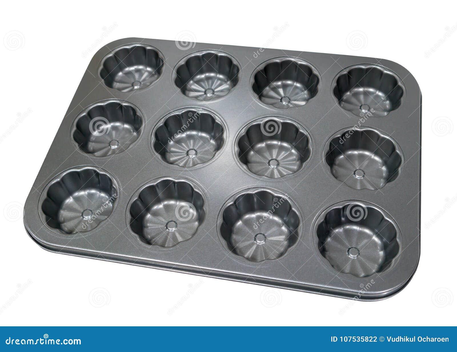 Leerer Behälter des Metallmuffin-kleinen Kuchens für das Backen lokalisiert auf weißem BAC