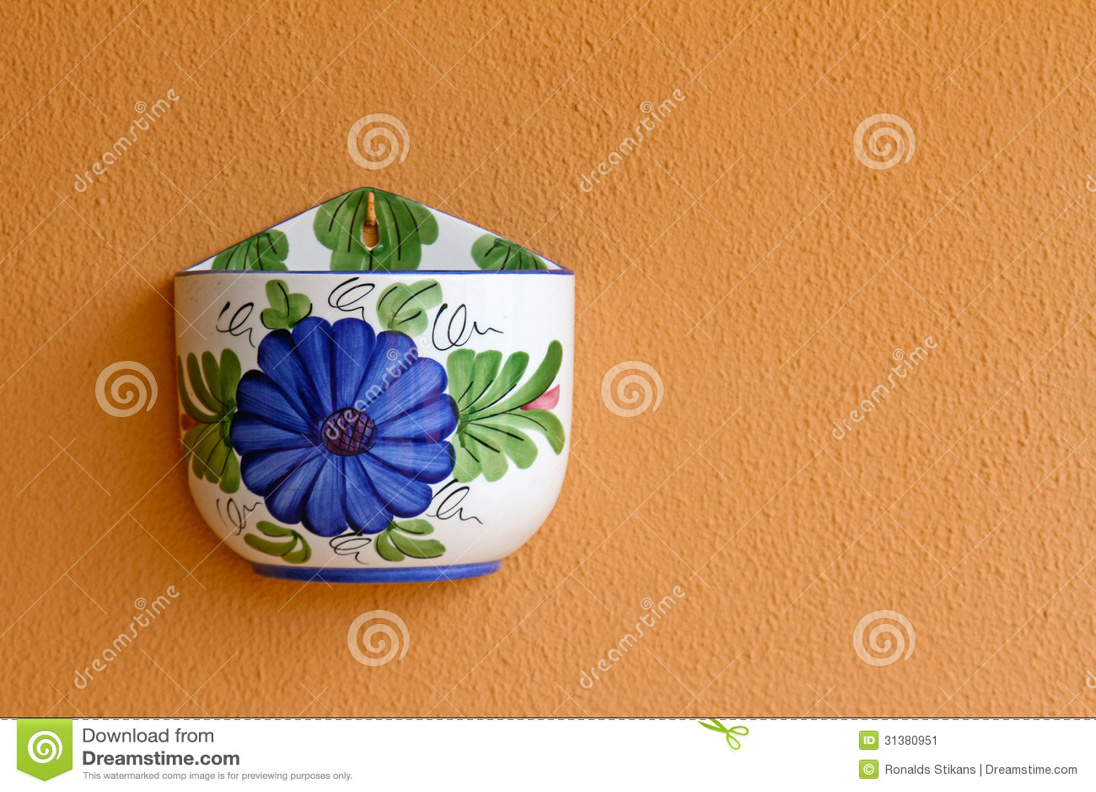 Leerer blumentopf auf orange wand stockbild bild 31380951 for Blumentopf wand