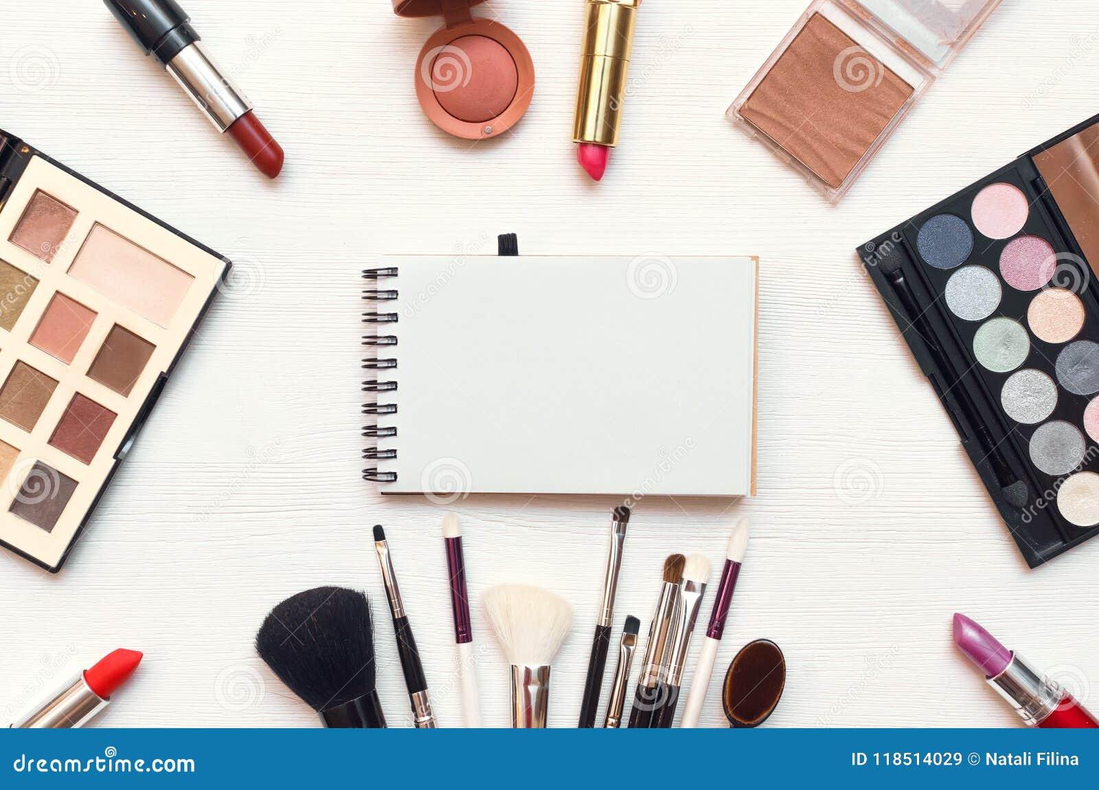 Leerer Notizblock bilden an Hintergrund Make-uptricks