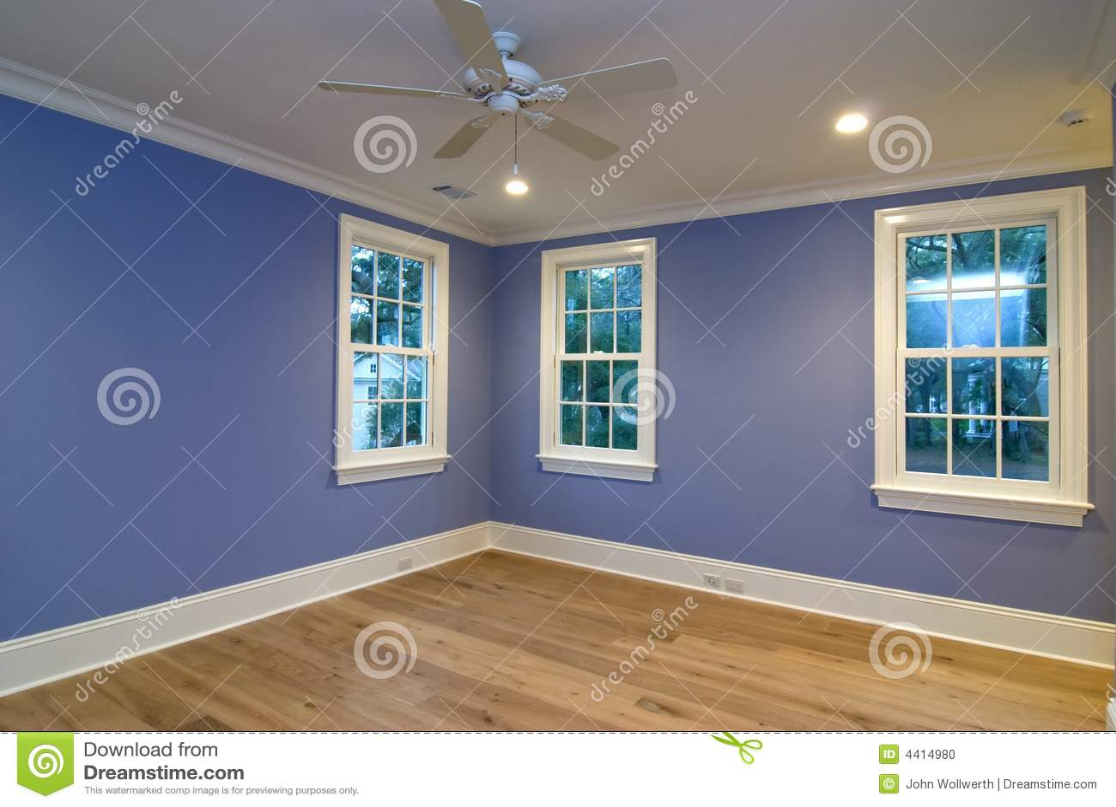 Leeres blaues Schlafzimmer stockfoto. Bild von inside - 4414980