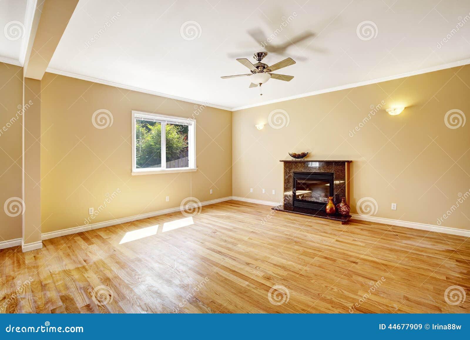 Leeres Haus Wohnzimmer Mit Kamin Stockfoto